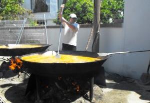 Chef demonstrates pan and paddle Benamargosa 2009