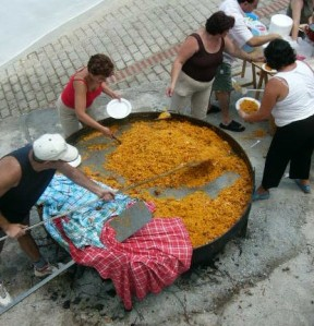 Making paella for 200-300